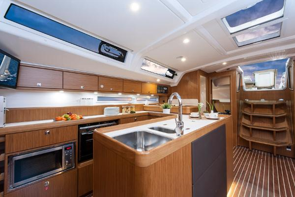 Bavaria Cruiser 56 Galley