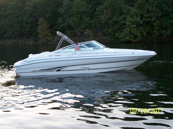 Sea Ray 280 Bow Rider Profile
