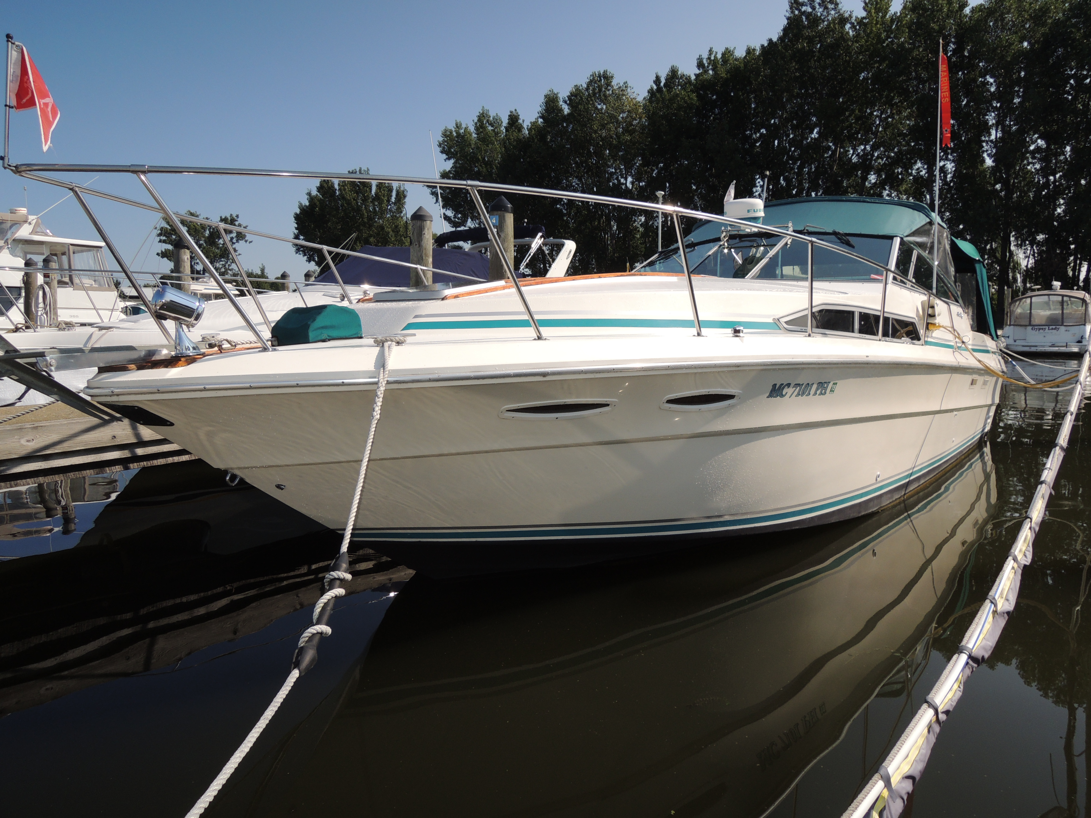 Sea Ray 340 Sundancer Starboard side profile