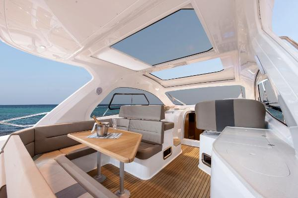 Bavaria Sport 44 HT Seating