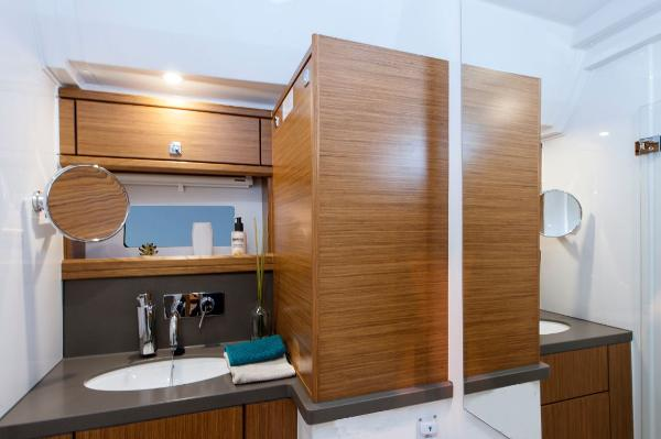 Bavaria Sport 44 HT Bathroom