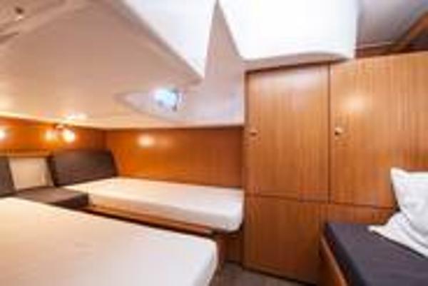 Bavaria Sport 35 Twin Cabin
