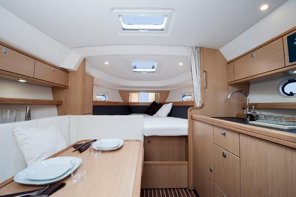 Bavaria Sport 32 Interior