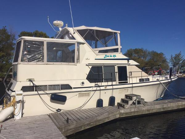 Tollycraft 40 Sundeck Motor Yacht Profile