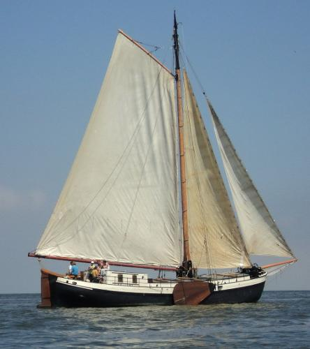 Clipper sailing barge