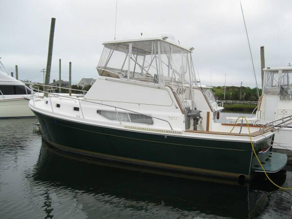 Nauset 33 Bridge Deck Cruiser