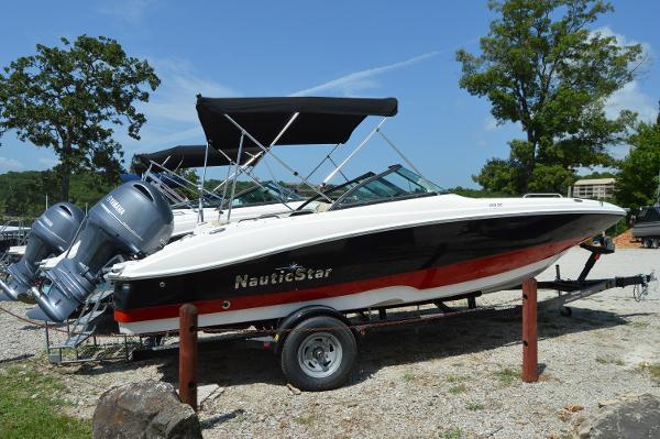 NauticStar 203DC Sport Deck
