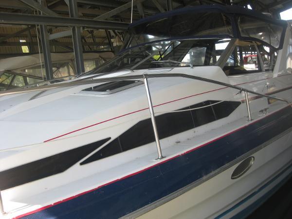 Bayliner Avanti Sunbridge main photo full delta canvass