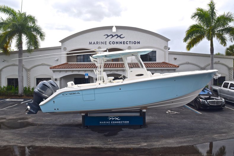 Cobia 301 CC Center Console