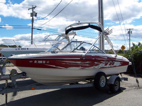 Bayliner 175 Port bow view