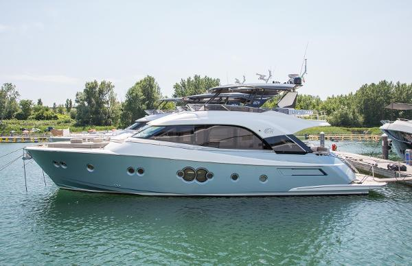 Monte Carlo Yachts MCY 70 Profile