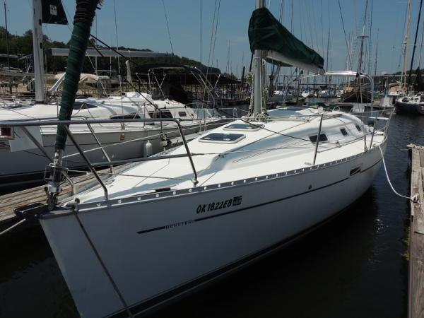Beneteau 311 Port Bow