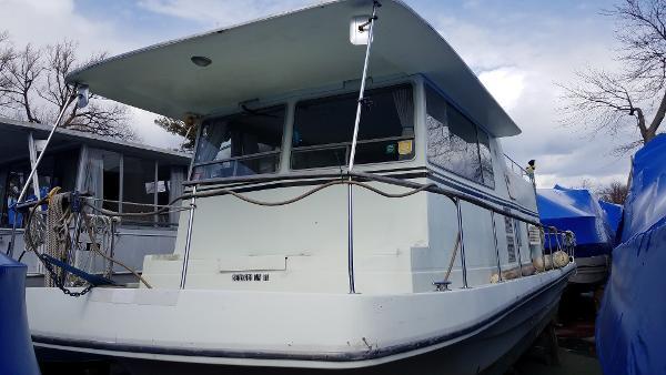 Trojan Houseboat