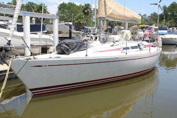Nautor's Swan 40 Hull P side