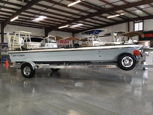 Spyder Boats FX19 TRC