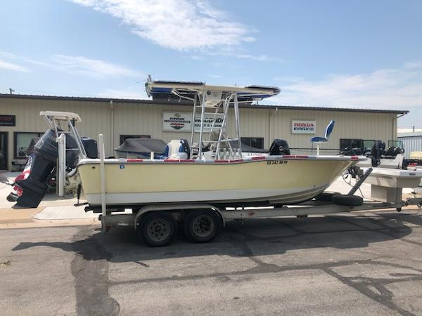 Polar / Dynasty 2300 Bay Boat