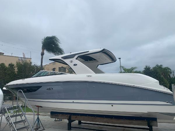 Sea Ray SLX 350 Outboard