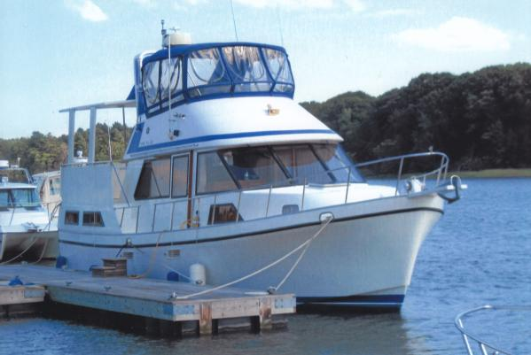 Golden Star 38 Sundeck Trawler w 900 HRS