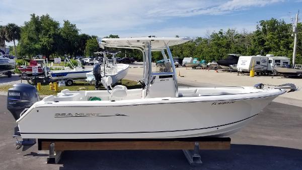 Sea Hunt Triton 225