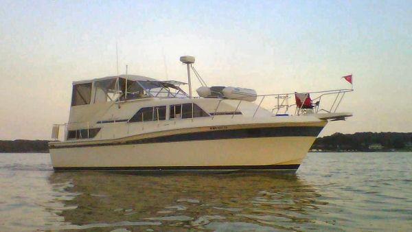 Chris-Craft Catalina 381 1985 Chris Craft 381 Catalina - Starboard in Water