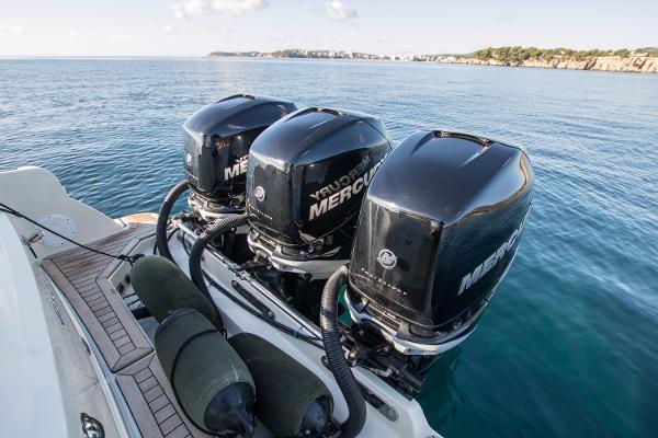 Chris-Craft Catalina 34 3 x Mercury Verado 300hp Petrol Engines