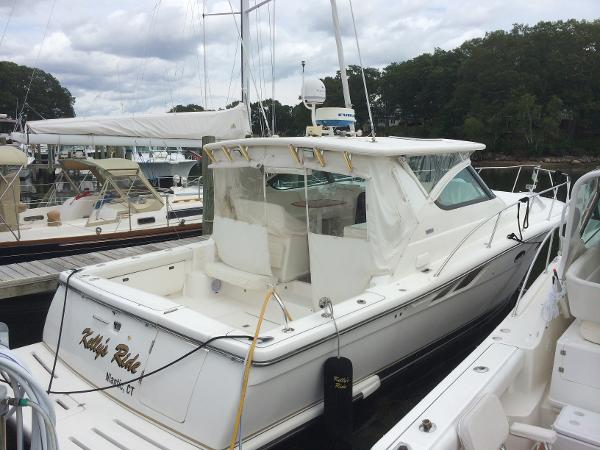 Tiara 3800 Open Dock side