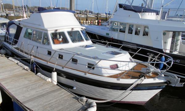 Aquastar 38 Flybridge Aquastar 38 Flybridge