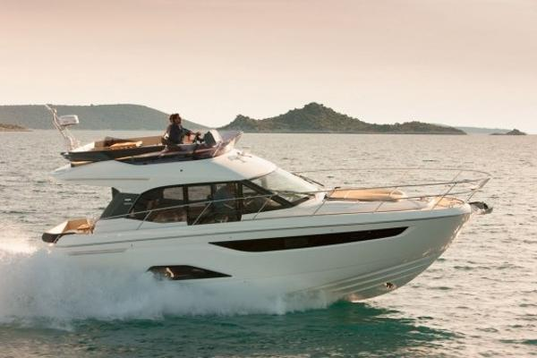 Bavaria Motor Boats R40 FLY NEW BAVARIA R 40 FLY with possibility of berth in south of France