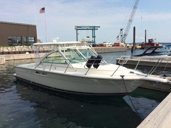 Tiara 2900 Coronet Starboard side bow