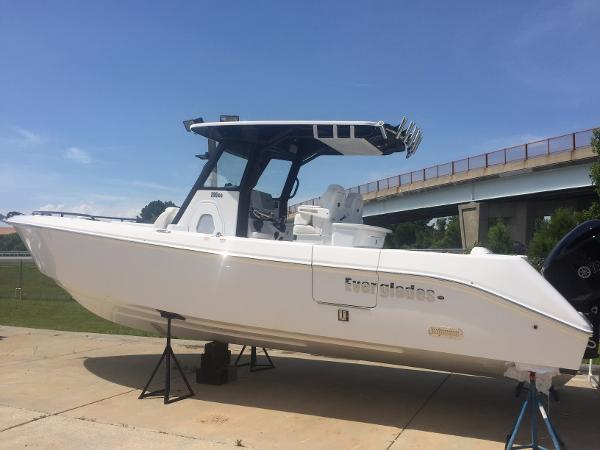 Everglades Boats 295CC