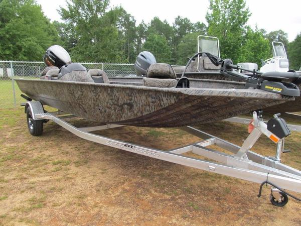Xpress Boats Xplorer Catfish Series XP200