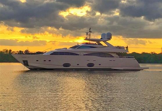 Ferretti Yachts Custom Line 97 2011 Custom Line 97' ''Soleado'' - Profile