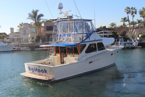 Pacifica Sport Fisherman Starboard Quarter