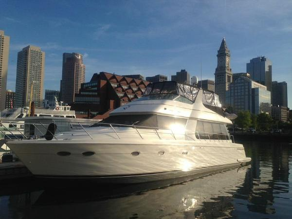 Carver 570 Voyager Pilothouse Profile