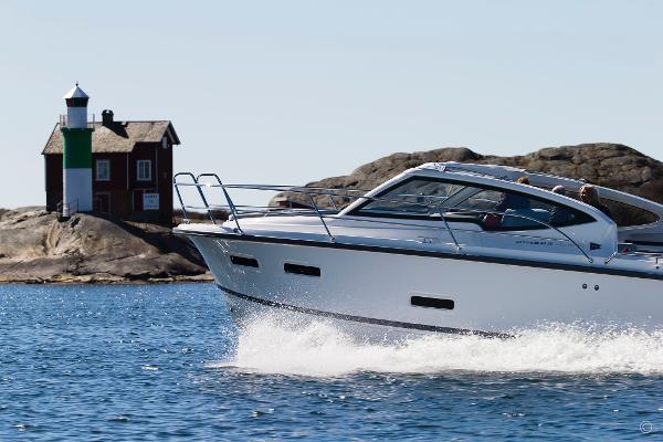 Nimbus 305 Drophead boats and yachts for sale in London and the United Kingdom - Grosvenor Nimbus - Nimbus 305 drophead diesel
