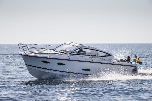 Nimbus 305 Drophead boats and yachts for sale in London and the United Kingdom - Grosvenor Nimbus - Nimbus 305 drophead electric