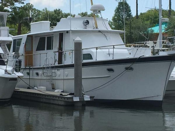 Hatteras 50 Bow - Starboard Side