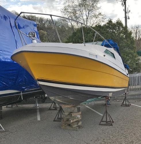 Bayliner Victoria 2750 Bow on the hard