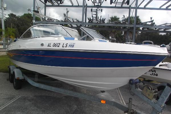 Bayliner 225 Capri w V8 Power!