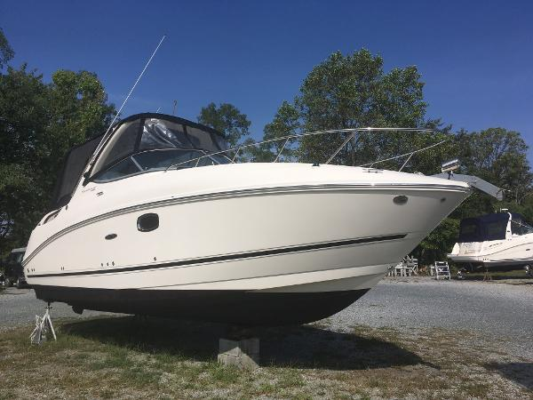 Sea Ray 260 Sundancer Starboard Bow
