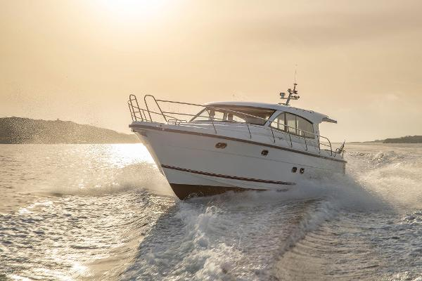 Nimbus 405 Coupé boats and yachts for sale in London and the United Kingdom - Grosvenor Nimbus - Nimbus 405 coupe