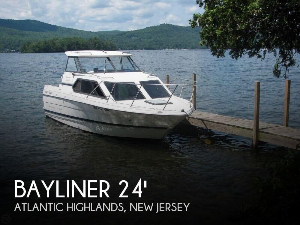 Bayliner 2452 LX Ciera Express 2000 Bayliner 2452 LX Ciera Express for sale in Atlantic Highlands, NJ