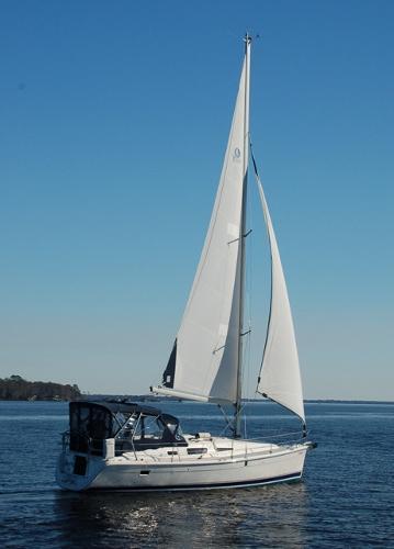 Hunter 33 Hunter 33 Gusto II Under Sail