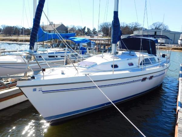 Catalina 387 Port Bow