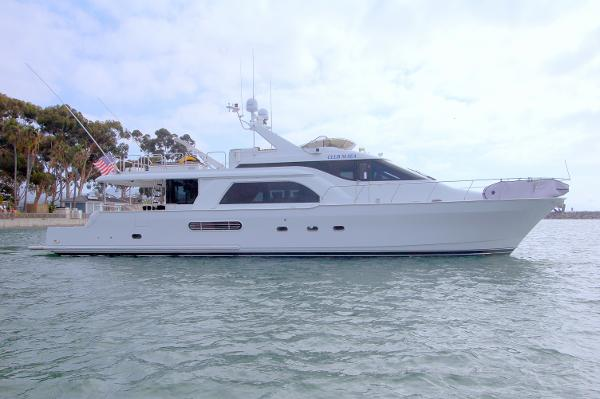 Queenship 70 Pilothouse Motoryacht Starboard Profile