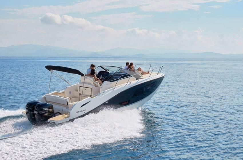 Quicksilver 875 Sundeck  225 PS