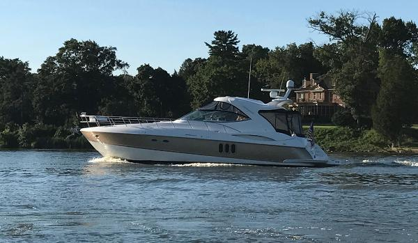 Cruisers 520 Express