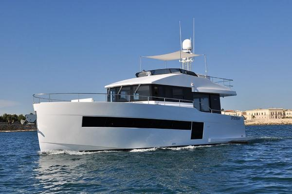 Sundeck Yachts Sundeck 580 Sundeck 550 - sister ship