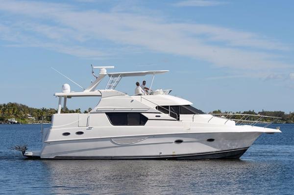 Silverton 453 Motor Yacht Profile
