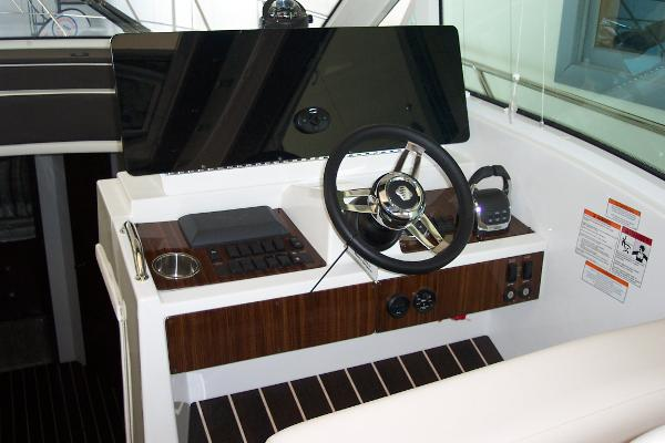 Helm Station With IPS Joystick Control